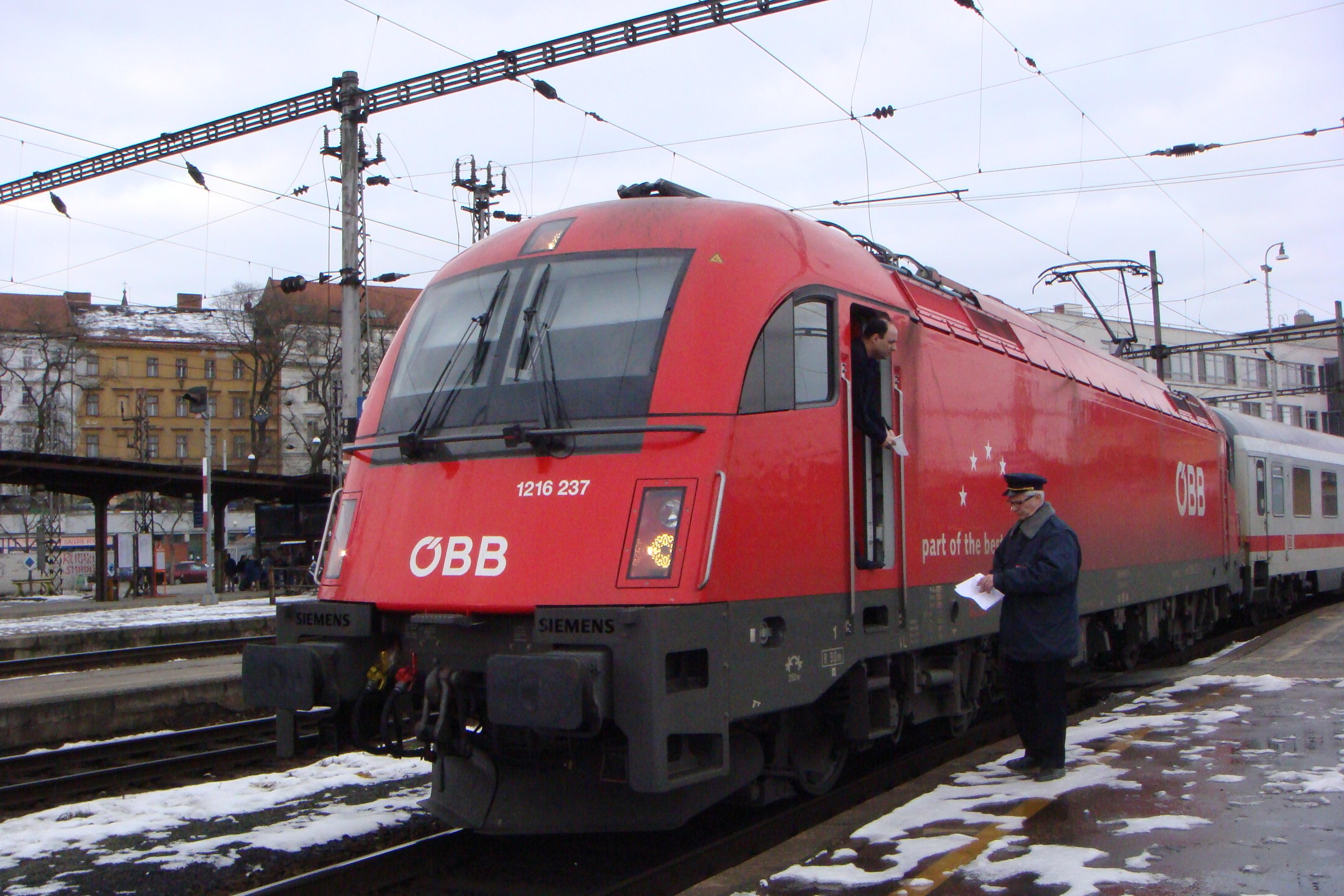 http://www.vlaky-vlaky.estranky.cz/img/original/55/1216-237-autor-jakub-pospisil-misto-brno-hl.n..jpg